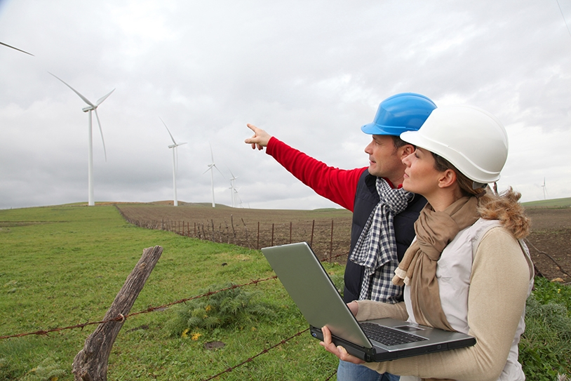 Onshore wind turbine engineers